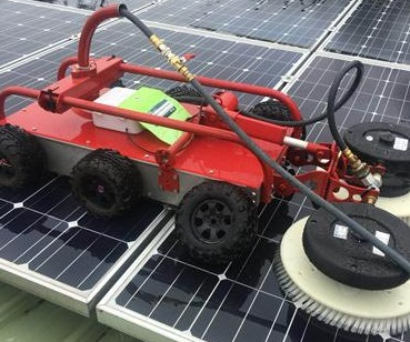 Portable robot for solar clean